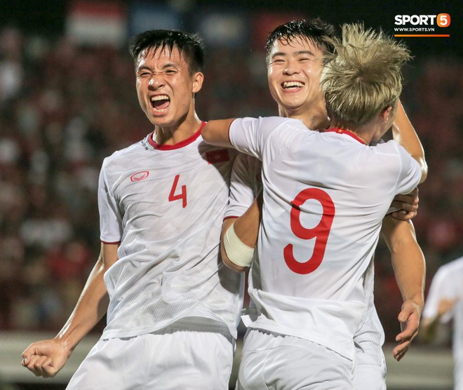 Quang Hải bị kéo cổ nguy hiểm, Đức Huy nắn gân Messi Indonesia trong chiến thắng của tuyển Việt Nam - ảnh 19