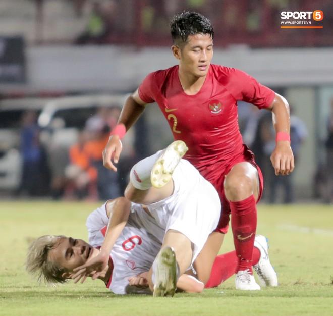 Quang Hải bị kéo cổ nguy hiểm, Đức Huy nắn gân Messi Indonesia trong chiến thắng của tuyển Việt Nam - ảnh 13