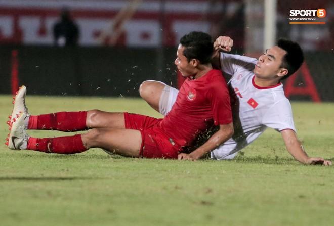 Quang Hải bị kéo cổ nguy hiểm, Đức Huy nắn gân Messi Indonesia trong chiến thắng của tuyển Việt Nam - ảnh 10
