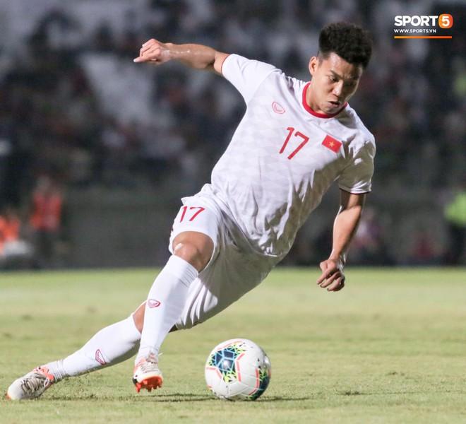 Quang Hải bị kéo cổ nguy hiểm, Đức Huy nắn gân Messi Indonesia trong chiến thắng của tuyển Việt Nam - ảnh 16