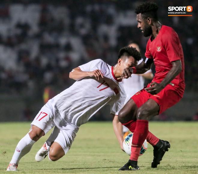 Quang Hải bị kéo cổ nguy hiểm, Đức Huy nắn gân Messi Indonesia trong chiến thắng của tuyển Việt Nam - ảnh 17