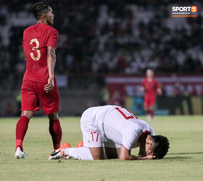 Quang Hải bị kéo cổ nguy hiểm, Đức Huy nắn gân Messi Indonesia trong chiến thắng của tuyển Việt Nam - ảnh 18