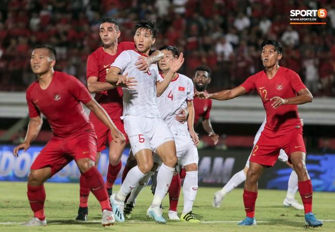 Quang Hải bị kéo cổ nguy hiểm, Đức Huy nắn gân Messi Indonesia trong chiến thắng của tuyển Việt Nam - ảnh 6