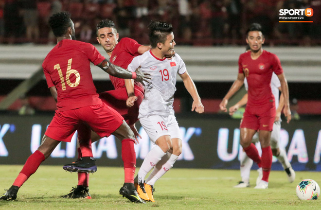 Quang Hải bị kéo cổ nguy hiểm, Đức Huy nắn gân Messi Indonesia trong chiến thắng của tuyển Việt Nam - ảnh 2