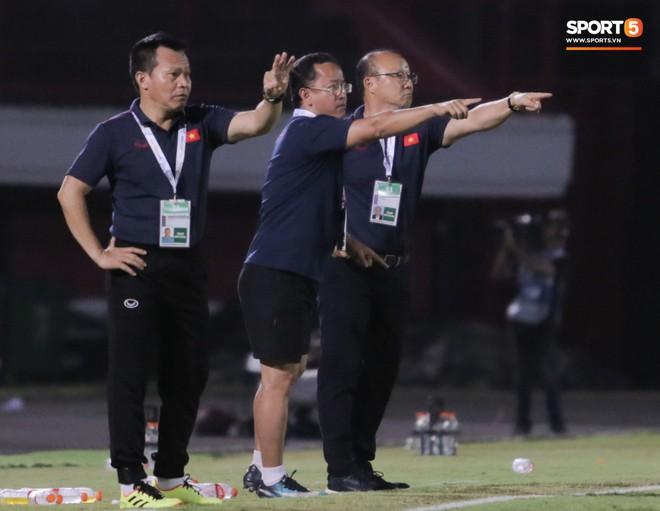 HLV Park Hang-seo có bộ sậu đông chưa từng có trong lịch sử để giúp U22 Việt Nam giành HCV SEA Games 2019 - ảnh 2