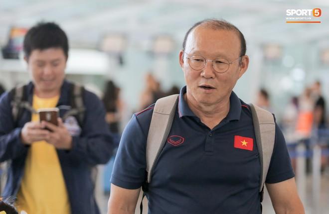 HLV Park Hang-seo nhờ Văn Toàn mua cà phê, hứa trả tiền đầy hài hước ở sân bay Bali - ảnh 14