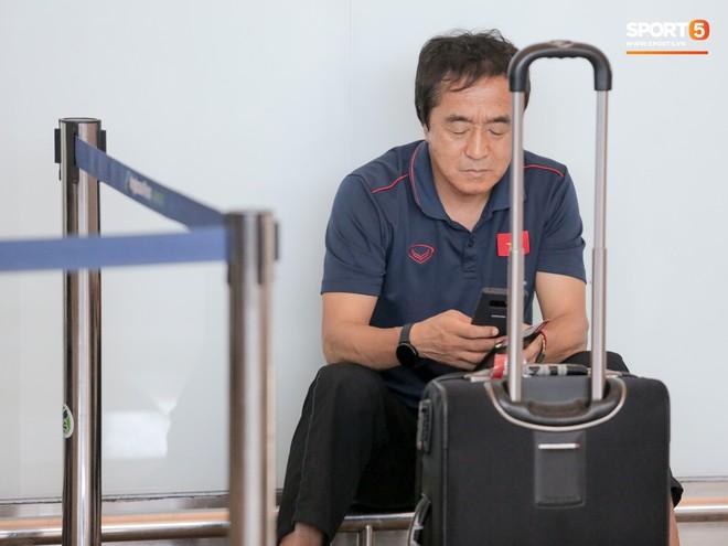 HLV Park Hang-seo nhờ Văn Toàn mua cà phê, hứa trả tiền đầy hài hước ở sân bay Bali - ảnh 5