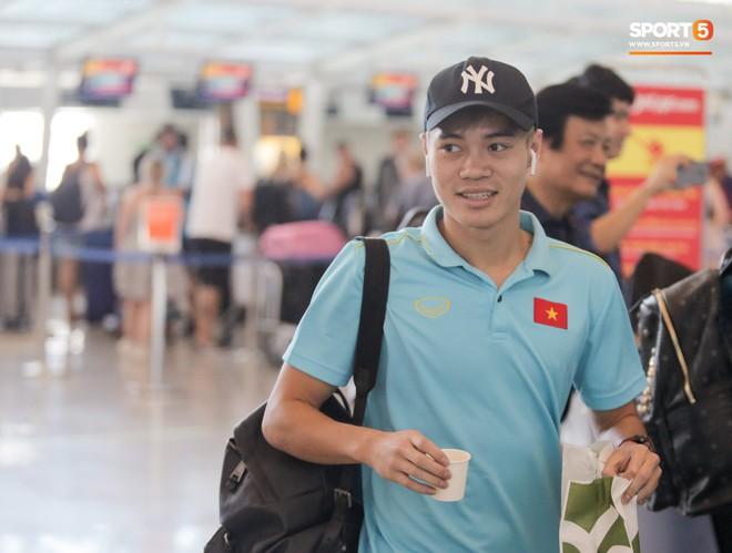 HLV Park Hang-seo nhờ Văn Toàn mua cà phê, hứa trả tiền đầy hài hước ở sân bay Bali - ảnh 6