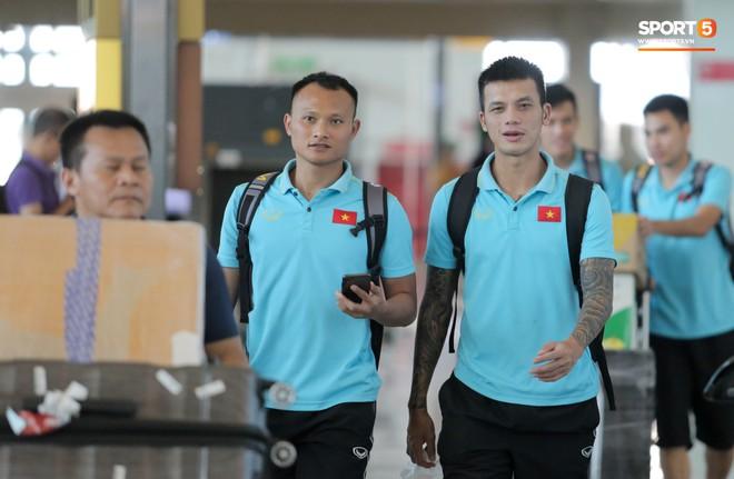 HLV Park Hang-seo nhờ Văn Toàn mua cà phê, hứa trả tiền đầy hài hước ở sân bay Bali - ảnh 13
