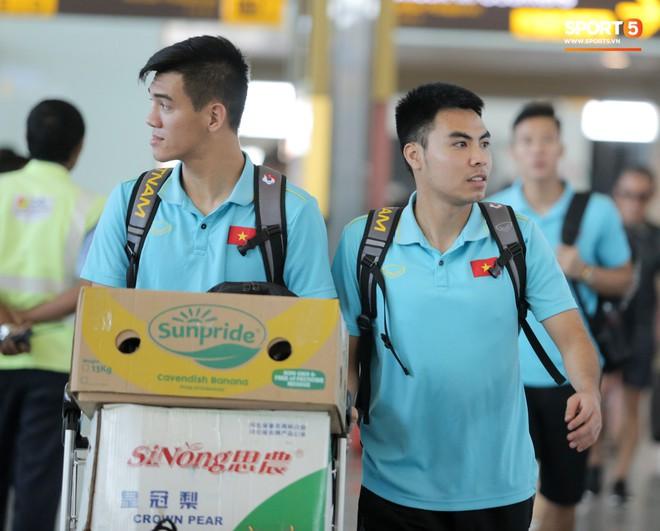 HLV Park Hang-seo nhờ Văn Toàn mua cà phê, hứa trả tiền đầy hài hước ở sân bay Bali - ảnh 12