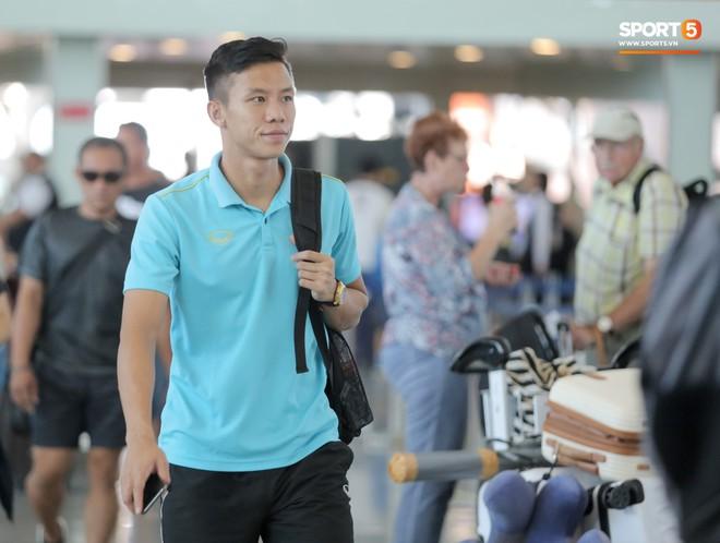 HLV Park Hang-seo nhờ Văn Toàn mua cà phê, hứa trả tiền đầy hài hước ở sân bay Bali - ảnh 9