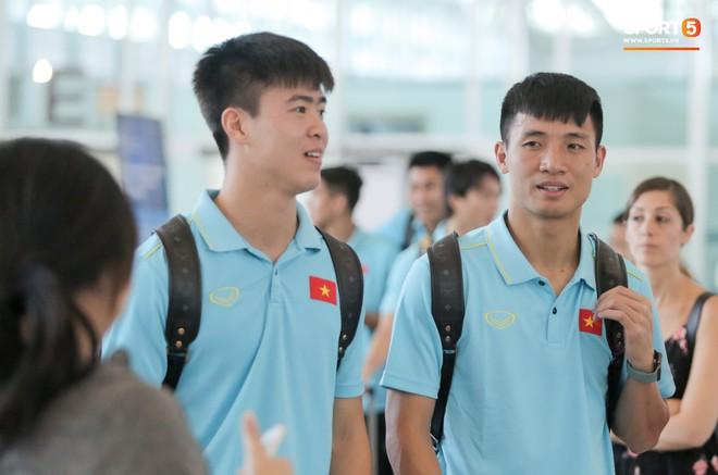 HLV Park Hang-seo nhờ Văn Toàn mua cà phê, hứa trả tiền đầy hài hước ở sân bay Bali - ảnh 11