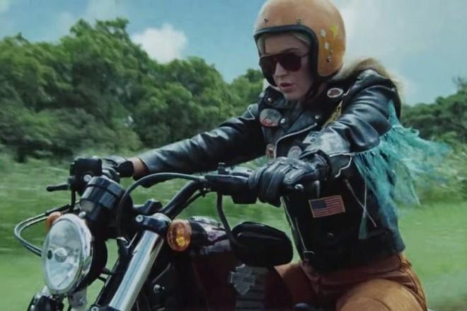 Katy Perry ra mắt MV mới Harleys In Hawaii như để kéo dài sự flop của bản thân: Đẹp, và chỉ có thế thôi! - ảnh 1