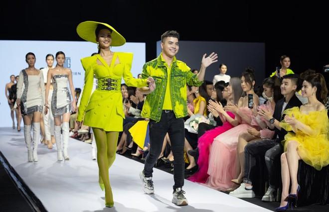 Bị chê catwalk tệ, Thúy Vân vẫn đắt show hơn Hương Ly tại Hoa hậu Hoàn vũ VN - ảnh 11