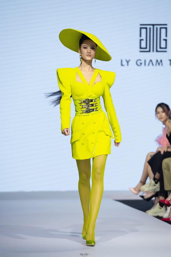 Bị chê catwalk tệ, Thúy Vân vẫn đắt show hơn Hương Ly tại Hoa hậu Hoàn vũ VN - ảnh 10