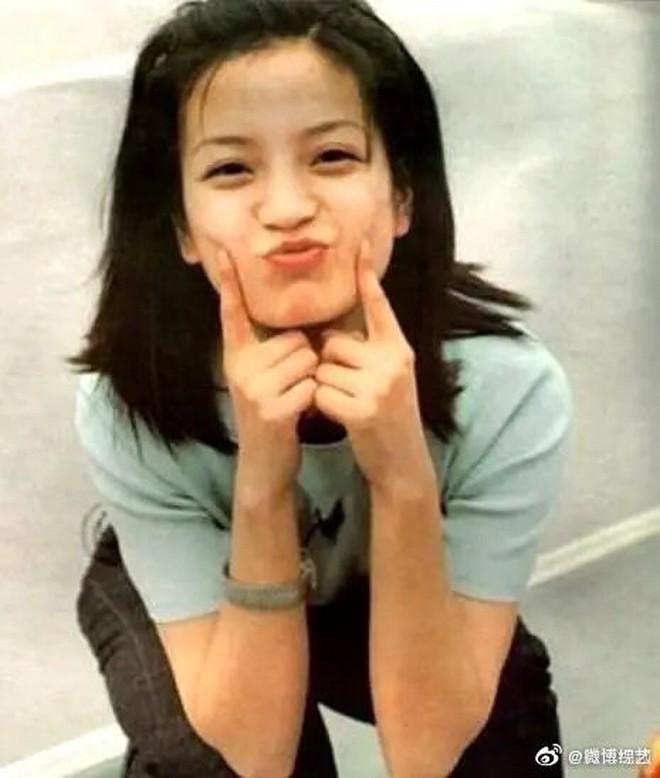Hình ảnh gây sốt Weibo: Triệu Vy của 21 năm trước và bây giờ vẫn chẳng thay đổi, bảo sao Huỳnh Hiểu Minh ngày ấy say mê - ảnh 4