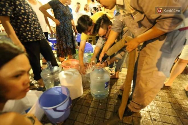 """Khổ như dân Hà Nội giữa """"tâm bão"""" ô nhiễm: """"Thanh Xuân"""" có bao lâu mà hết thủy ngân rồi nước nhiễm độc! - ảnh 15"""