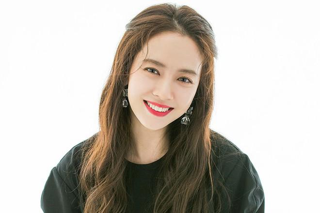 Ế 14 năm rồi bất chợt có đến 4 trai đẹp lao vào crush, đỉnh cao ăn may có gọi tên mợ ngố Song Ji Hyo ở phim mới? - Ảnh 2.