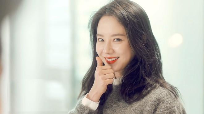 Ế 14 năm rồi bất chợt có đến 4 trai đẹp lao vào crush, đỉnh cao ăn may có gọi tên mợ ngố Song Ji Hyo ở phim mới? - Ảnh 3.