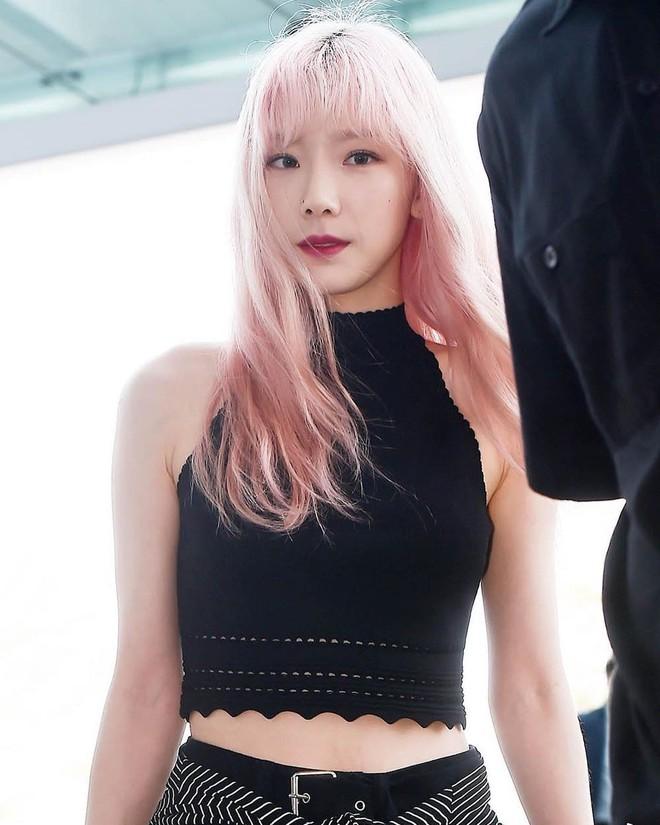 Tóc con, tóc chỉa chẳng trừ một ai: đến mỹ nhân tầm cỡ như Jennie, Taeyeon cũng phải chịu trận đám tóc lơ thơ trên đỉnh đầu - ảnh 8