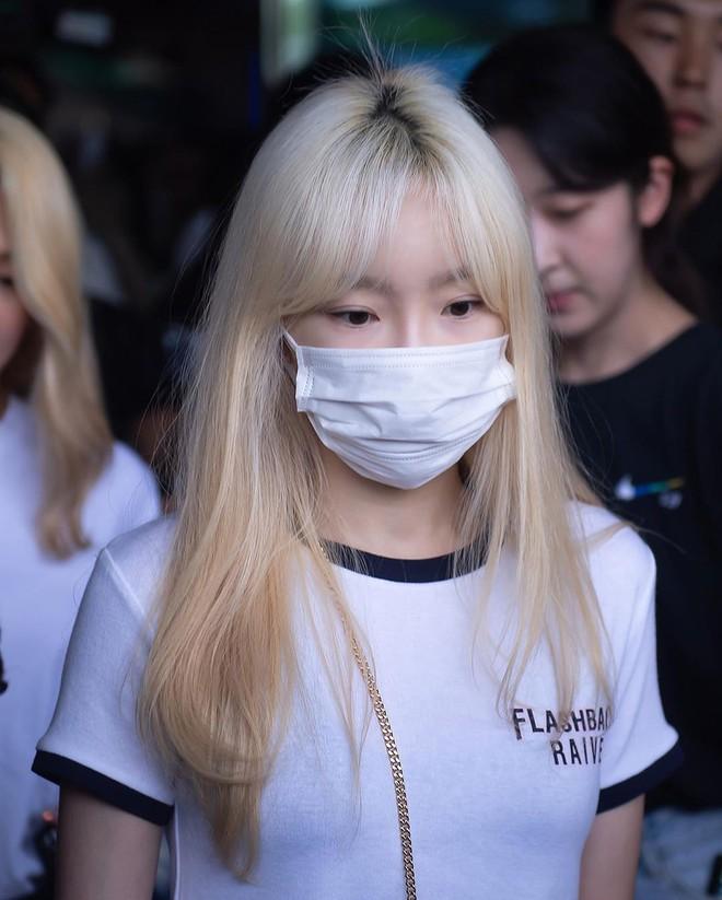 Tóc con, tóc chỉa chẳng trừ một ai: đến mỹ nhân tầm cỡ như Jennie, Taeyeon cũng phải chịu trận đám tóc lơ thơ trên đỉnh đầu - ảnh 5