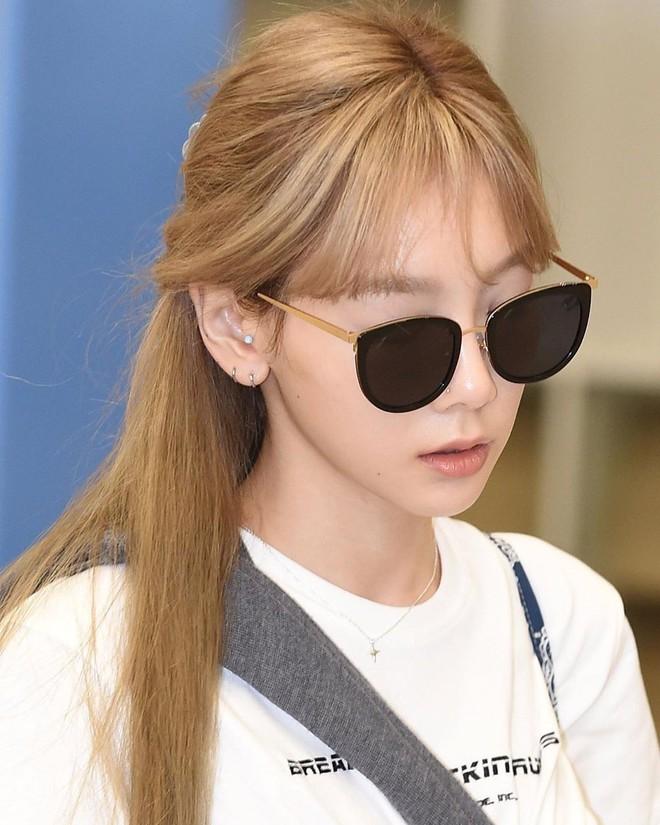 Tóc con, tóc chỉa chẳng trừ một ai: đến mỹ nhân tầm cỡ như Jennie, Taeyeon cũng phải chịu trận đám tóc lơ thơ trên đỉnh đầu - ảnh 7