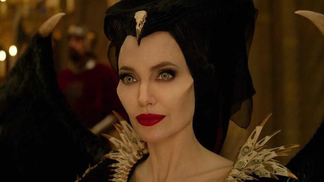 Review Maleficent 2: Sui gia đại chiến hoành tráng nhất năm, tiếc ngẩn ngơ vì chị đẹp Angelina Jolie ít diễn quá! - Ảnh 9.