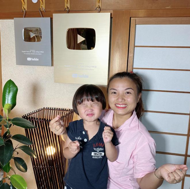 Sa chào cô chú đi con! đang là câu nói lây lan cực mạnh trên MXH, em bé Việt lai Nhật bị mẹ nhắc chào gần 400 lần như thế còn thú vị hơn nữa! - ảnh 8