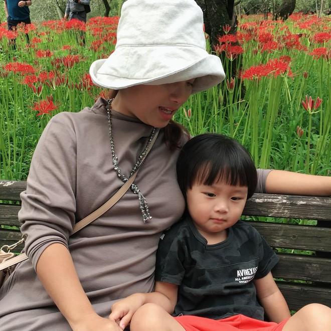 Sa chào cô chú đi con! đang là câu nói lây lan cực mạnh trên MXH, em bé Việt lai Nhật bị mẹ nhắc chào gần 400 lần như thế còn thú vị hơn nữa! - ảnh 9