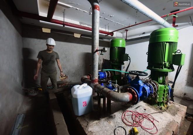 Thau rửa bể ngầm, bể trên cao của tổ hợp chung cư HH Linh Đàm để đón nước sạch - ảnh 7