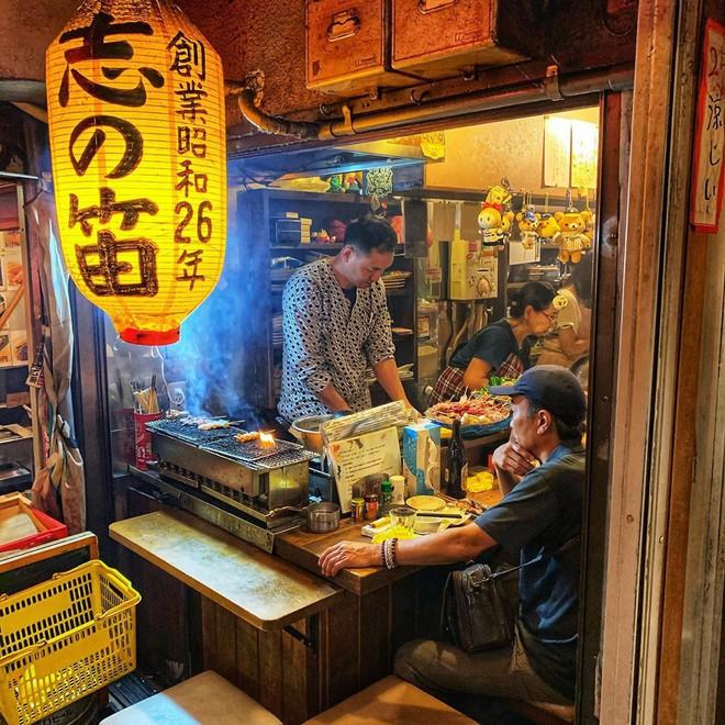 Hẻm Nước Tiểu - địa điểm nghe tên thì... hơi sợ nhưng lại cực kì thú vị và đáng để đi ở Tokyo  - Ảnh 16.