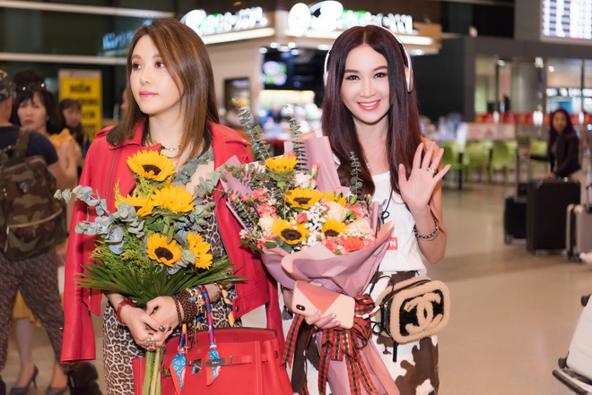 Sao Cbiz Ôn Bích Hà đến Việt Nam, bất ngờ với nhan sắc trẻ trung như gái đôi mươi dù đã ở tuổi 53 - ảnh 7