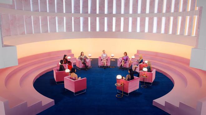 TWICE phát hành MV Nhật đủ 9 thành viên: Center Nayeon bị cho ra rìa nhưng bí ẩn hơn là màn thoắt ẩn thoắt hiện của Mina - ảnh 2
