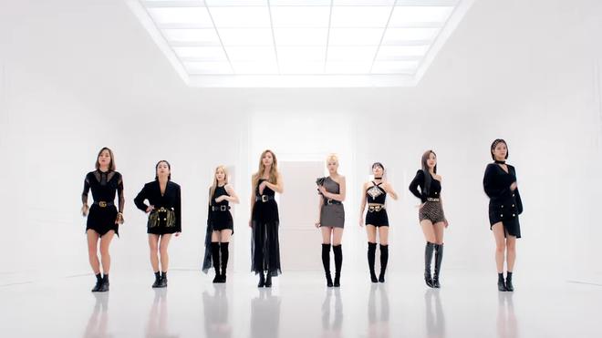 TWICE phát hành MV Nhật đủ 9 thành viên: Center Nayeon bị cho ra rìa nhưng bí ẩn hơn là màn thoắt ẩn thoắt hiện của Mina - ảnh 3
