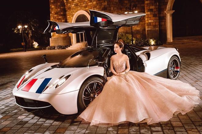 Mina Phạm khoe ảnh với siêu xe bên caption sưu tầm, ngó sang Minh Nhựa cũng làm 1 điều khẳng định cả 2 thuận vợ thuận chồng! - ảnh 1