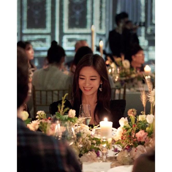 Loạt khoảnh khắc gây sốt của Song Hye Kyo tại sự kiện hôm qua: Ly hôn xong càng ngày càng quyến rũ khó tin - Ảnh 4.