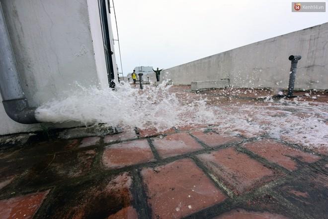 Thau rửa bể ngầm, bể trên cao của tổ hợp chung cư HH Linh Đàm để đón nước sạch - ảnh 9