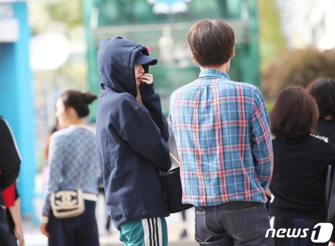 Lee Sung Kyung lấn át mỹ nhân TWICE tại sự kiện, bỗng người trùm đầu bí ẩn trà trộn vào đám đông chiếm trọn spotlight - ảnh 14