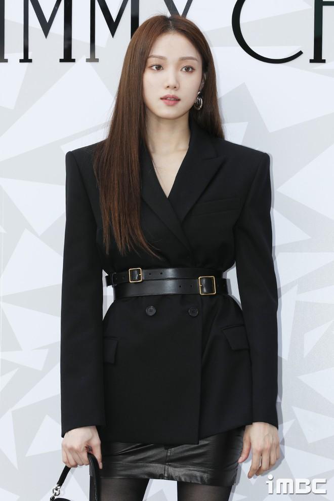 Lee Sung Kyung lấn át mỹ nhân TWICE tại sự kiện, bỗng người trùm đầu bí ẩn trà trộn vào đám đông chiếm trọn spotlight - ảnh 5