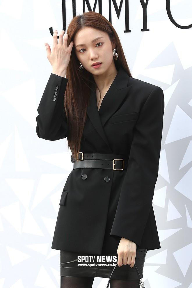 Lee Sung Kyung lấn át mỹ nhân TWICE tại sự kiện, bỗng người trùm đầu bí ẩn trà trộn vào đám đông chiếm trọn spotlight - ảnh 6