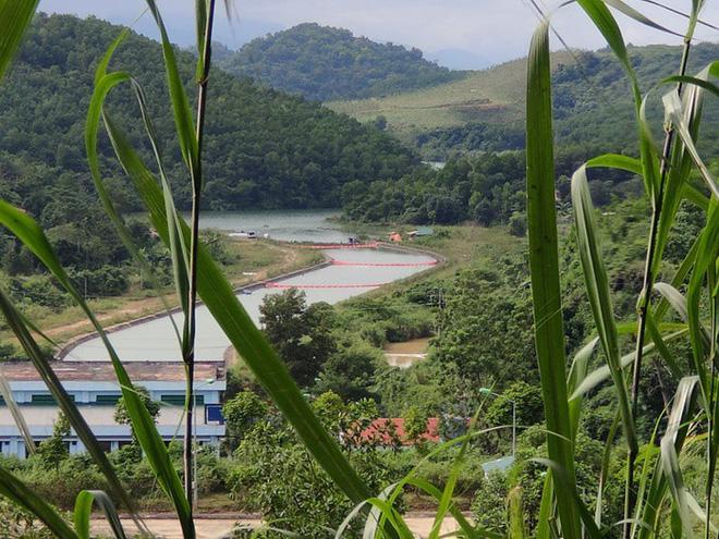 Khởi tố, bắt tạm giam 3 đối tượng đổ trộm dầu thải khiến nước sạch sông Đà ô nhiễm - Ảnh 2.
