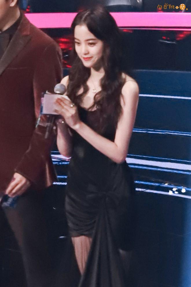 Màn chặt chém sắc vóc gắt nhất trên sóng truyền hình: Angela Baby chịu lép vế hoàn toàn trước mỹ nhân Luhan yêu say đắm - ảnh 13