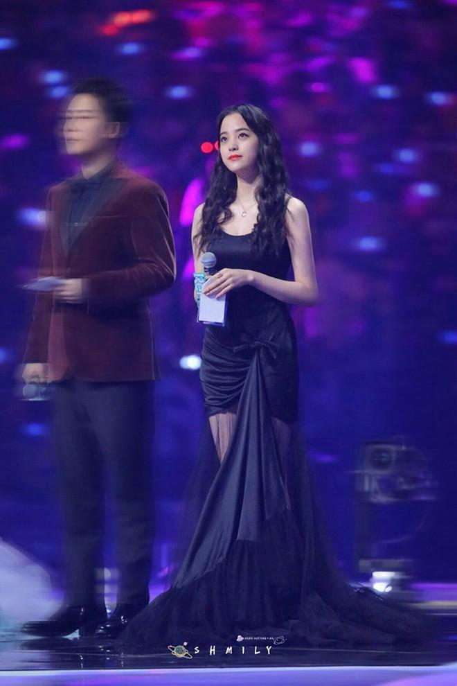 Màn chặt chém sắc vóc gắt nhất trên sóng truyền hình: Angela Baby chịu lép vế hoàn toàn trước mỹ nhân Luhan yêu say đắm - ảnh 14