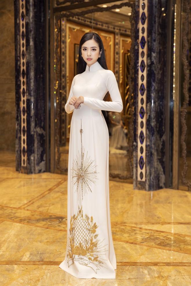 Ngập sắc vàng kim cả một thảm đỏ: Lan Ngọc đài các đúng kiểu Crazy Rich Asian, Nhã Phương long lanh tựa nữ thần - ảnh 6