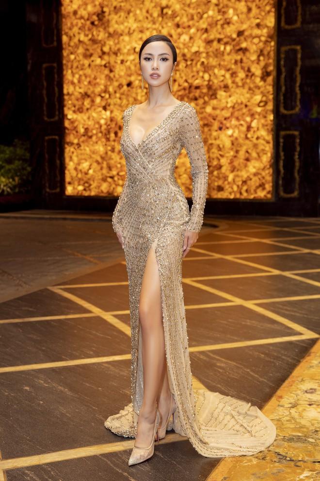 Ngập sắc vàng kim cả một thảm đỏ: Lan Ngọc đài các đúng kiểu Crazy Rich Asian, Nhã Phương long lanh tựa nữ thần - ảnh 11