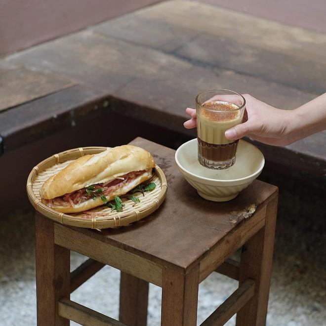 Ngày đầu ở Việt Nam, travel blogger Nas Daily đã thưởng thức 1 món đặc biệt ở quán của Quang Đại, nhưng sao lại chẳng thấy Giang Ơi và Pew Pew đâu? - Ảnh 6.