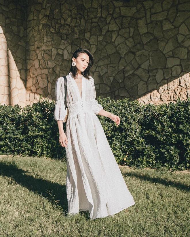 Bỗng thấy không kiểu váy nào vượt qua được váy dài về độ sang chảnh, yêu kiều và hợp rơ với tiết trời se lạnh - ảnh 11