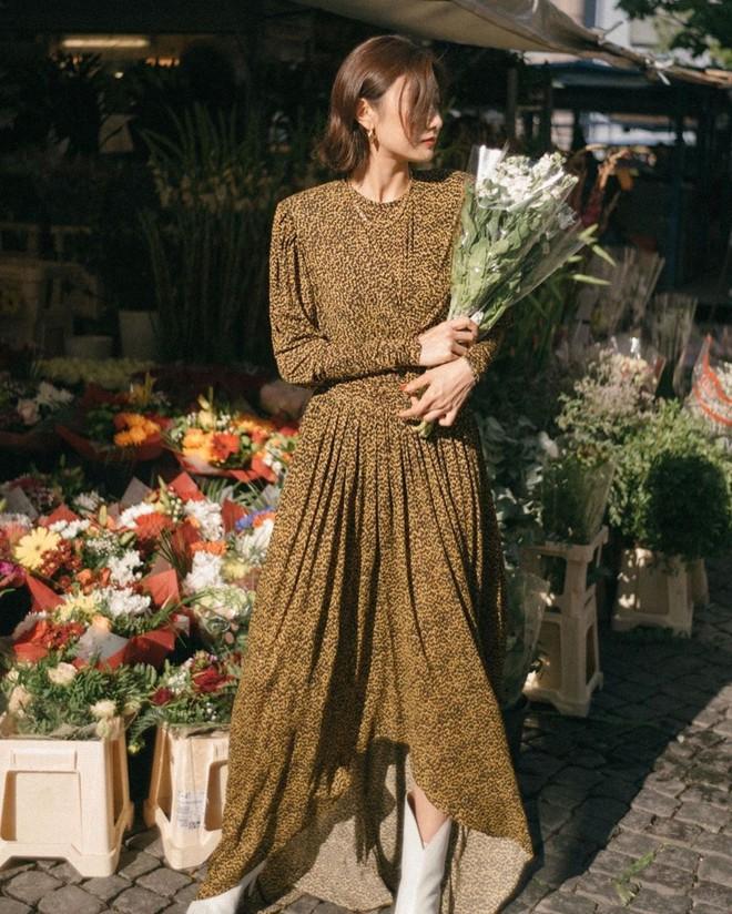 Bỗng thấy không kiểu váy nào vượt qua được váy dài về độ sang chảnh, yêu kiều và hợp rơ với tiết trời se lạnh - ảnh 8