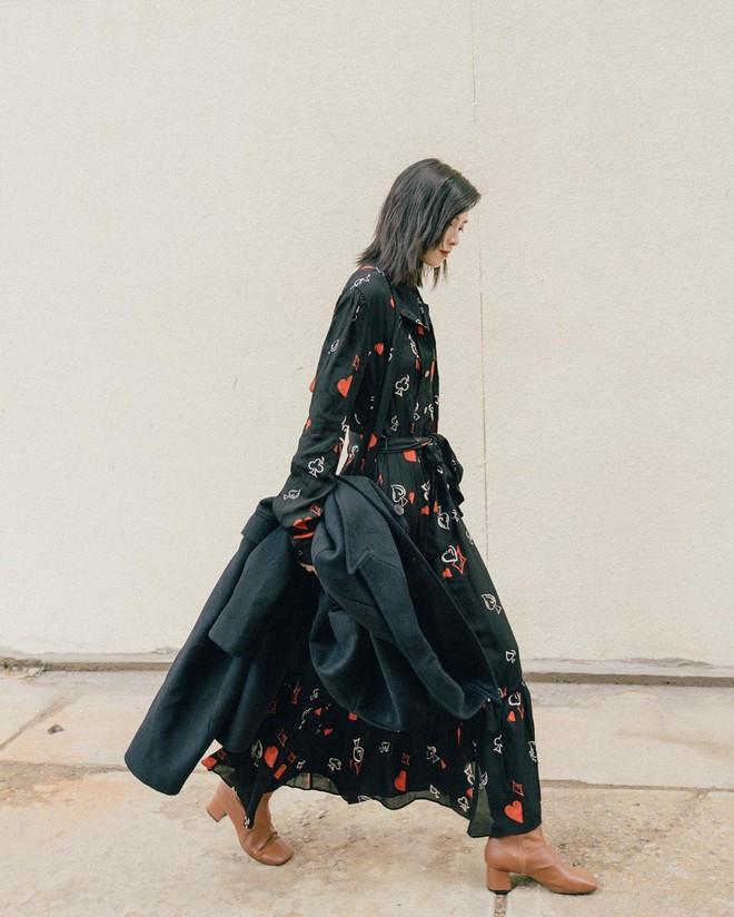 Bỗng thấy không kiểu váy nào vượt qua được váy dài về độ sang chảnh, yêu kiều và hợp rơ với tiết trời se lạnh - ảnh 9