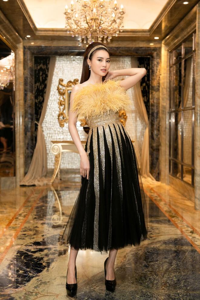 Ngập sắc vàng kim cả một thảm đỏ: Lan Ngọc đài các đúng kiểu Crazy Rich Asian, Nhã Phương long lanh tựa nữ thần - ảnh 1